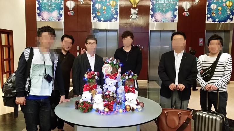 香港金融ツアーホテルで記念撮影003